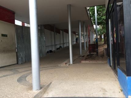 Entrada de la rampa lateral del Hospital Central San Cristóbal