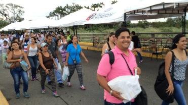 Venezolanos atravesando el Puente Internacional Simón Bolívar en su camino de regreso hacia Venezuela. 17 de Julio de 2016.
